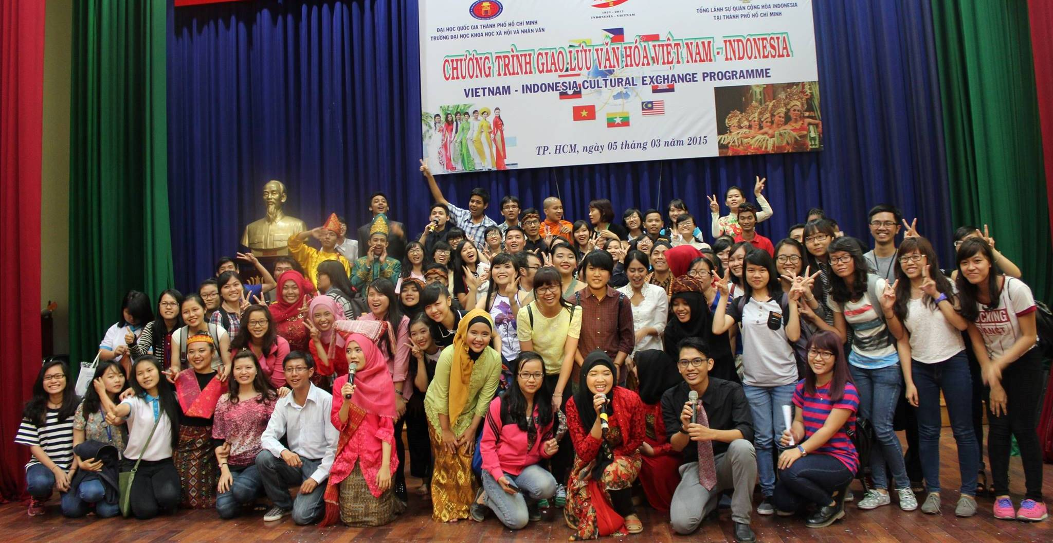 Cultural performances in University of Social Sciences and Humanities, Ho Chi Minh City, Vietnam. IVYFP 2015