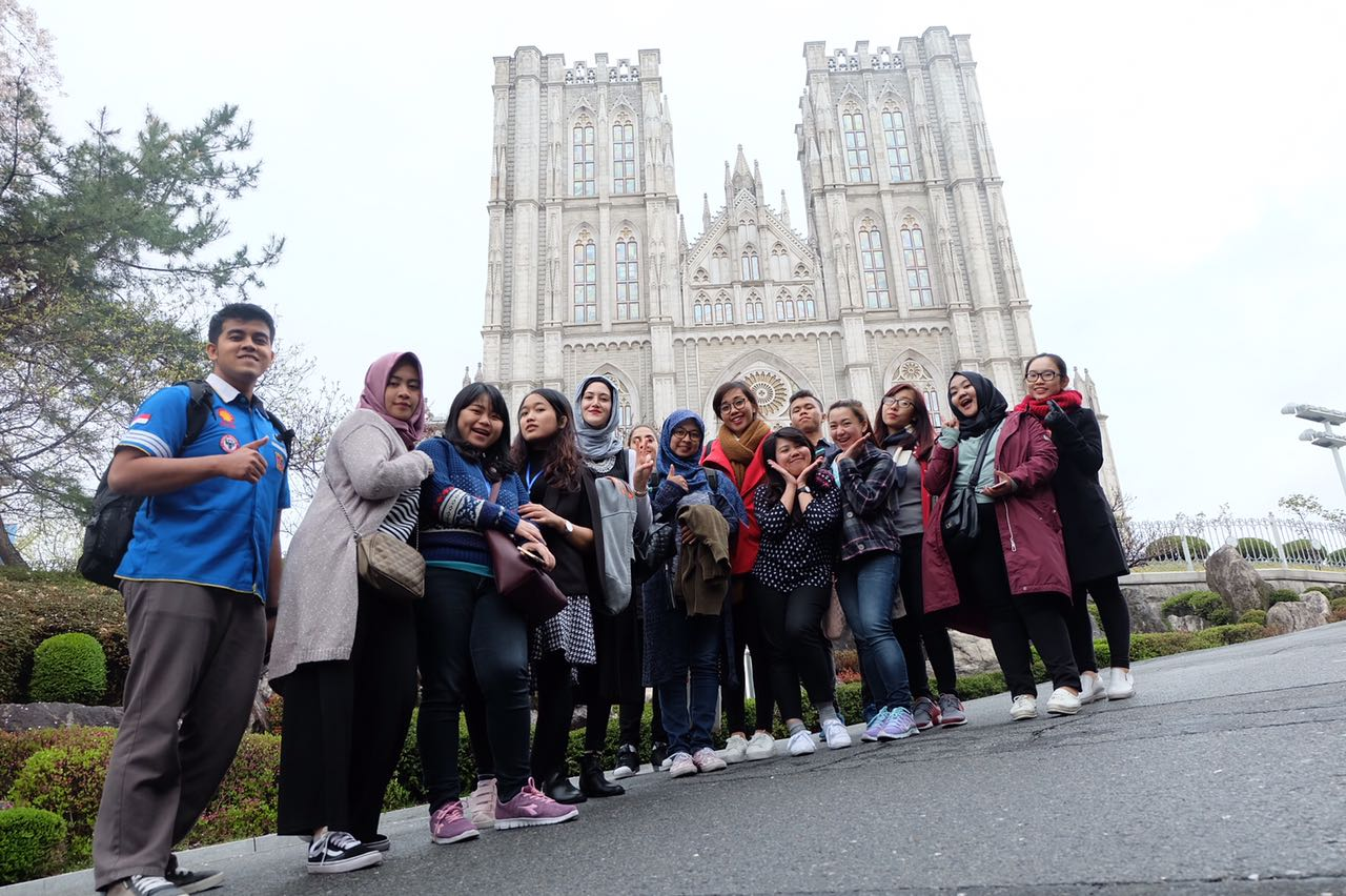SCIP in Korea is to Not only experience Korea in first hand, but also make a friend.